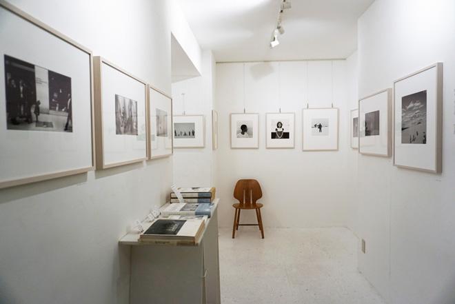 展覧会の展示作品はすべてゼラチンシルバー(銀塩写真)のオリジナルプリント。どの写真からも柔らかで優しい空気感があふれ出ている。(C)Book Photo PRESS