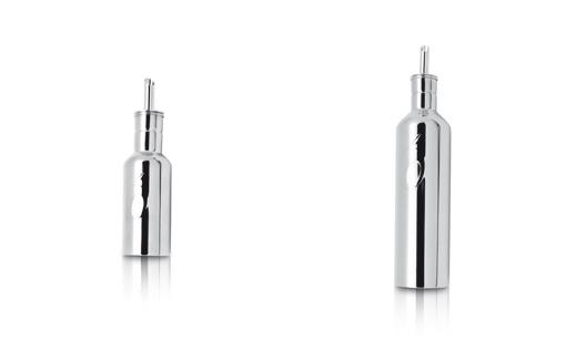 (左)ステンレス製オイルボトル 100ml 価格:1500円( 税抜き) (右)ステンレス製オイルボトル 250ml  価格:2000円( 税抜き)