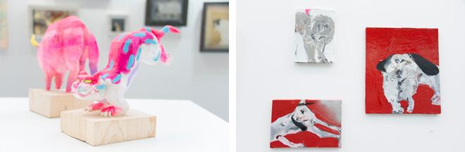 """(左)飯沼英樹の「Tiger」。(右)「DOG」などは近藤亜樹の作品。ブースのテーマは動物や植物などの""""生き物""""。"""