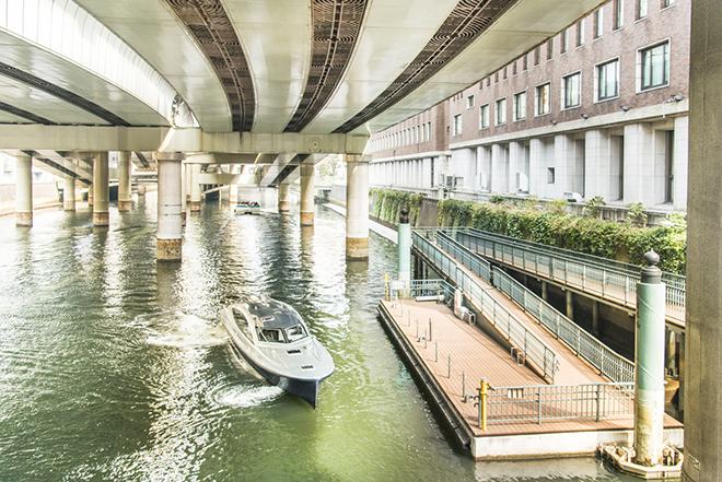 日本橋クルーズの乗船場は日本橋のたもと。コースも船の種類も豊富。