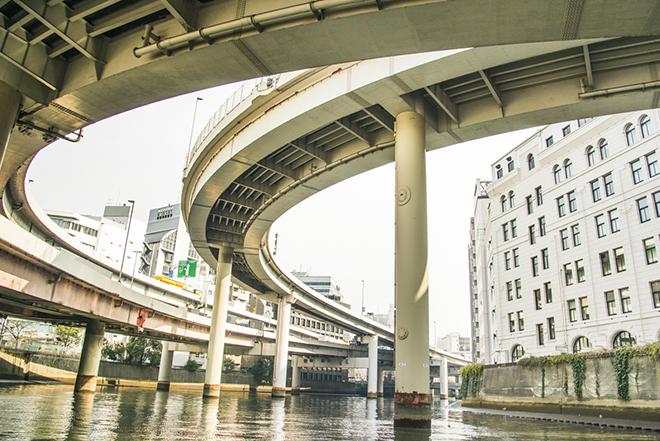 首都高・江戸橋JCT。下からの眺めはダイナミック。