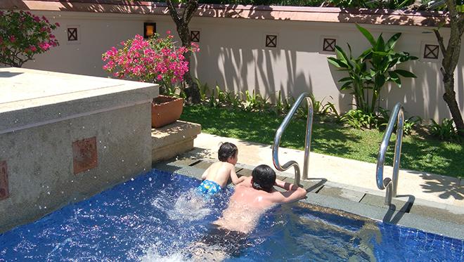 できるだけのんびりしようと家族と話し合い、2日間はほぼプライベートプールで快適に過ごす。
