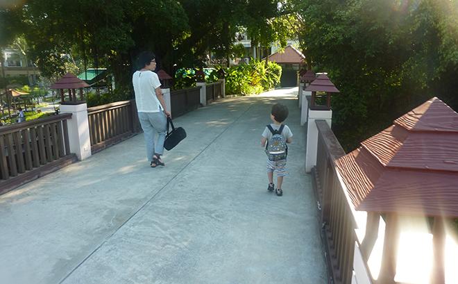 ヴィラの敷地内を散歩。日本人も見かけず家族で楽しめたバカンス。ホテルのスタッフさんも親切で子どもにも優しい。