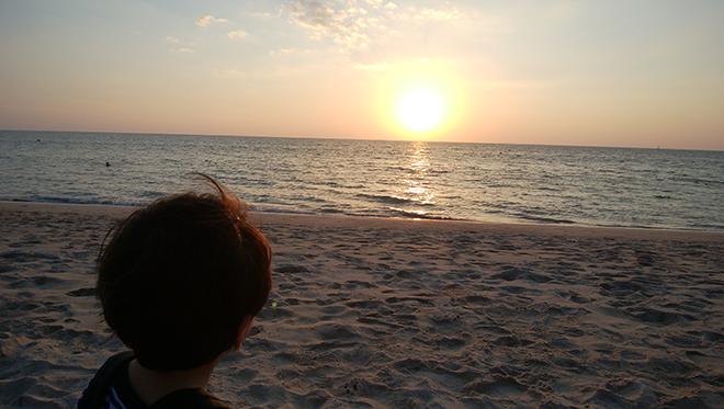 最後の夜。名残惜しさが徐々に募る。タイやホテルの魅力に触れることができ、家族でゆったり過ごせた〈バンヤンツリー・プーケットの旅〉。日常から隔離され、自分を蘇らせてくれた「夢の時間」を思い出にタイをあとにする。