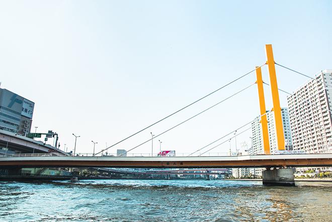 浜町公園横の新大橋。