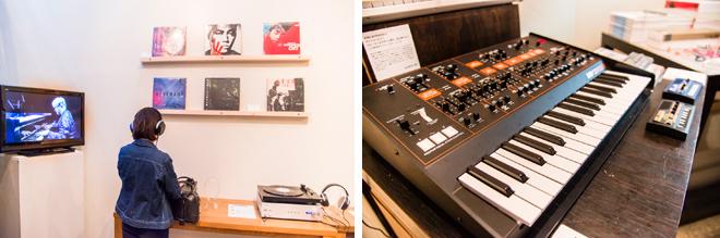 (左)アルバムや映像は視聴することができる。 (右)坂本氏が使用したアナログシンセサイザー「ア―プオデッセイ」も販売。