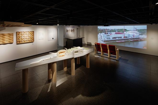 ラ・セーヌ・ミュジカルの4mもの断面模型を展示。中洲の西先端に位置する音楽ホールは、セーヌ川に浮かぶ巨大客船のようだ。(C) Nacása & Partners Inc.