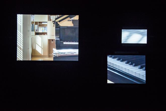 3階「volume」では、アルバム『async』の制作が行われたニューヨークスタジオと、プライベートな空間を映像で紹介。