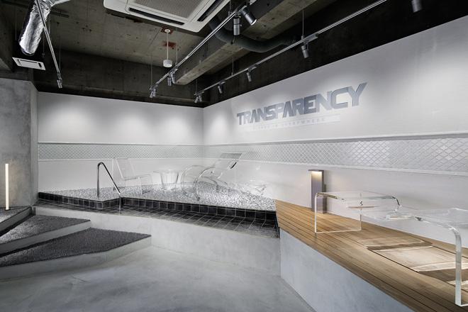 ショールームは、ブランドコンセプトである「BLENDS IN EVERYWHERE」(存在感がありながらも空気のようにどこにでも溶け込むこと)を表現。ユニークなディスプレイを楽しむことができる。 Photo_Nacása & Partners Inc. FUTA Moriishi