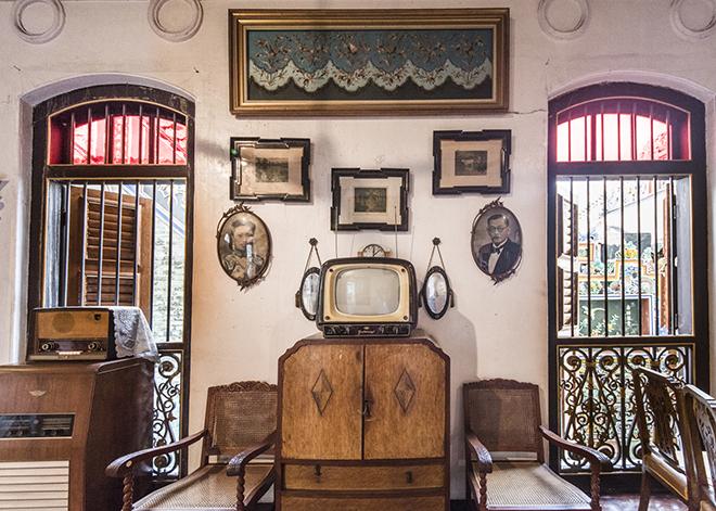 家具の配置から家電や日用品まで、当時の暮らしぶりがそのまま再現されています。