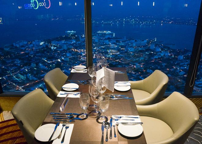 オススメはディナー付チケットを購入した方だけが展望台に入場できる夜。