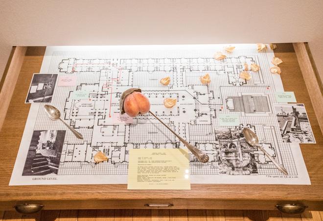 2016年に同館で大規模な個展を開催し、話題を呼んだサイモン・フジワラの作品。
