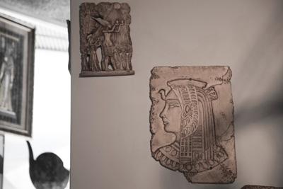 ▲店内のあちこちにエジプトの歴史を感じる飾りが置かれている