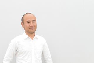 デザイナー、岡田心氏。名古屋芸術大学卒業。2005 年よりFLaPP Design Studio設立。2013 年より、大同大学プロダクトデザイン専攻准教授。各地の伝統的な産業などと共に、地と人とのコミュニケーションを大切に、微笑みのある生活のデザインを目指す。 http://www.flapp.jp