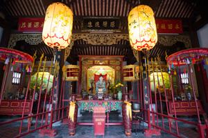 明郷華先堂。中国人たちが建てた建物。