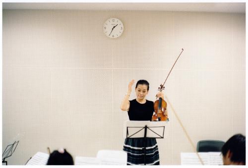 Katsumi Omori «sounds and things» (シューベルト 未完成交響曲の練習/ うらやすジュニアオーケストラ) 2013 年 (C)Katsumi Omori