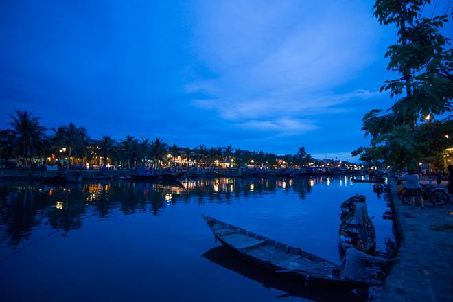 トゥーボン川河口に栄えたホイアン。港町らしく夕暮れ時はエキゾチックな雰囲気