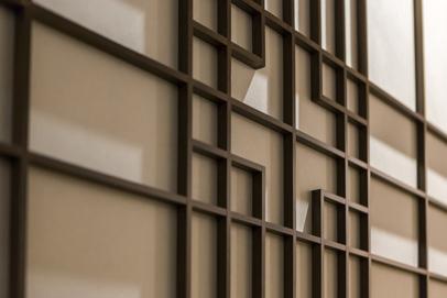 龍名館創業時代の帳場の障子枠をモチーフにした障子のデザイン。