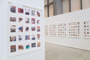 笠原恵実子の「OFFERING」(2010)。10年間、84カ国を旅して撮影した、キリスト教会の献金箱の写真をビッシリ貼ったインスタレーション。