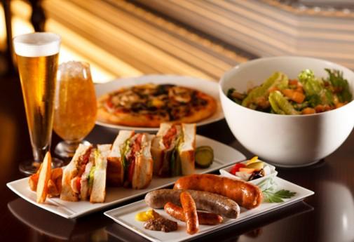 アメリカンクラブハウスサンドウィッチ 0,000円 香ばしい厚切りトーストに、チキンやベーコン、卵、レタスなどを挟んでボリュームたっぷり
