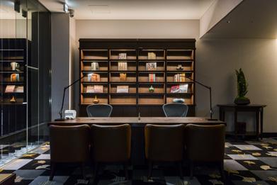 フロント風景。全スタッフが、宿泊者の要望に応じる「コンシェルジュ」サービスを提供。