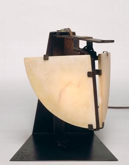 ピエール・シャロー≪テーブルランプ≫1923年 ポンピドゥー・センター、パリ国立近代美術館蔵 Photo©Centre Pompidou - MNAM CCI - Georges Meguerditchian, Dist.RMN-GP, distributed by AMF