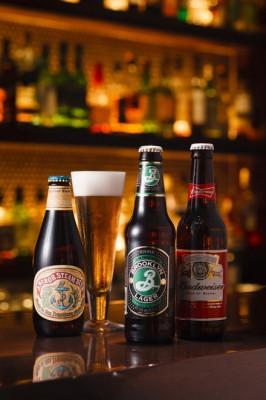 ニューヨーカーに一番愛されているといわれる「ブルックリンラガー」0000円、小規模醸造所が造る「アンカースチーム」0000円など、アメリカンビールは3種類