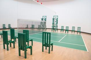 「法と星座・Turn Coat/Turn Court」は、同じコートでも緑のテニスコートも表現されている。