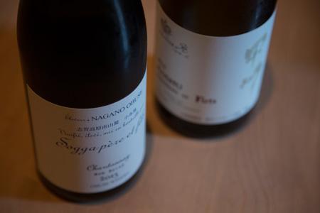 和食とも相性がいい日本ワインが充実している。 「ドメイヌ・ソガ シャルドネ 2013」4,800円(左) 「シャンテ Y.A 甲州樽発酵 2013」5,000円(右)