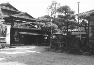 作家や画家をはじめ、多くの文化人に愛されたという旧旅館龍名館本店。
