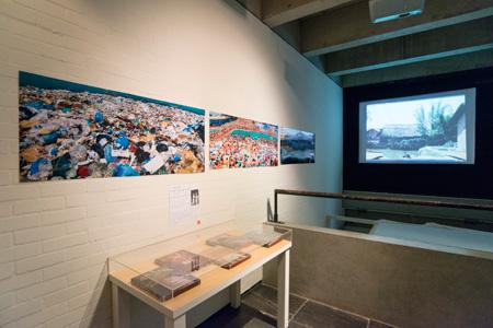 12の建築外的思考 『建築行脚』篠山紀信(1980~1992)、「トーキョー・イズ・フォトグラフィー」(1985)。「激写」の少女たちのように篠山紀信が12の建築を行脚して撮影した。