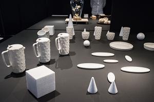 クリエイターCAMの「TABLE ZOO」は、野生生物の皮の柄をイメージした食卓用磁器類。