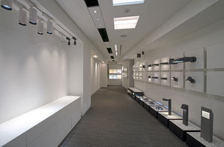 「テクニカル・エリア」は、テクニカル照明の展示エリア。YAMAGIWAオリジナルテクニカル照明やBEGA社(ドイツ)、リンブルグ社(ドイツ)の照明器具を展示している。