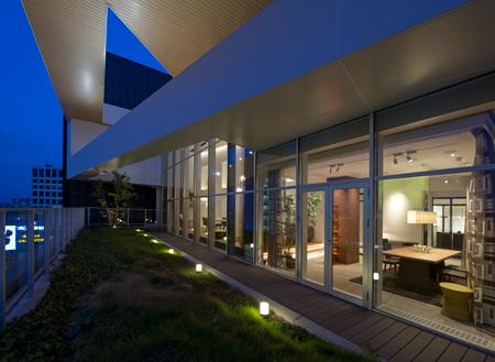 屋外での照明デザインを提案する「空中庭園」。9階なので眺望にも恵まれている。