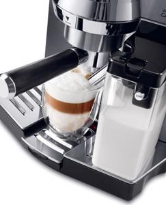 ミルクコンテナを取り付けて、ボタンひとつで美味しいカプチーノ&カフェラテが楽しめるオートマティック機能付き。
