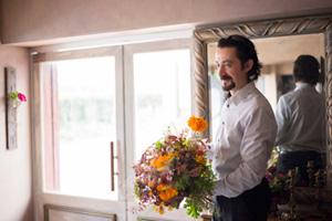 「日本の花農家の方は、色や素材感、香りをとても大切にしていて、品種の個性を引き出しながら花を育てるのがうまいと思います」とローランさん。