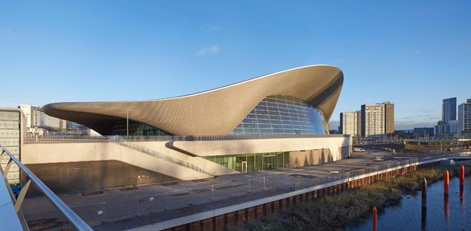 〈ロンドン・アクアティクス・センター〉 ロンドン 2005-11 / 2014改修 photo: Hufton + Crow (C) Zaha Hadid Architects