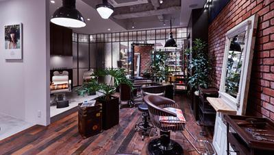 ▲12月12日(金)より、日本初となるヘアサロン〝The Salon(ザ・サロン)〟もオープン。CO2 の排出を最小限に抑え、環境に配慮したクリーンエアサロンで、パーマ・カラーなどケミカルな施術は排除し、髪と頭皮の健康を考えたサービスを提供する。