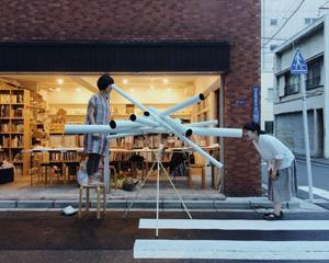 大西麻貴+ 百田有希 / o + hによる「望遠鏡のおばけ」の制作風景。