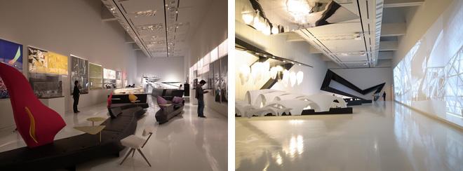 会場風景。ザハ・ハディドのスケールの大きい作品を、巨大なスクリーンと共に間近に体験することができる。 (C)Zaha Hadid Architects