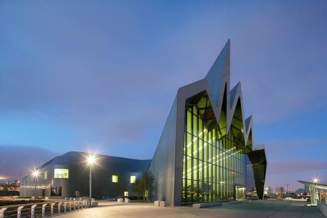 〈リバーサイド・ミュージアム〉 グラスゴー 2004-11 竣工 photo: Hufton + Crow (C) Zaha Hadid Architects