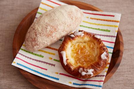 (左)あげパン 130円 (右)クリームチーズシトロン 230円